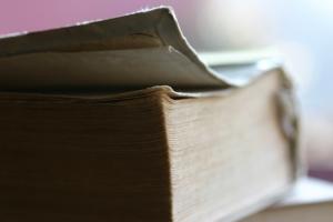 Старая толстая книга
