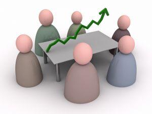 Схематические фигурки совещаются за столом