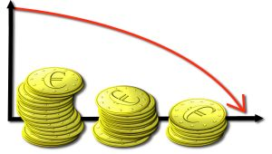 Три стопки монет и график