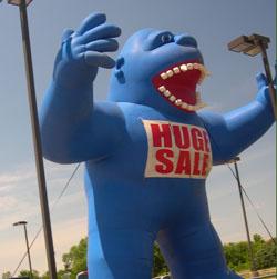 рекламная фигура синяя горилла
